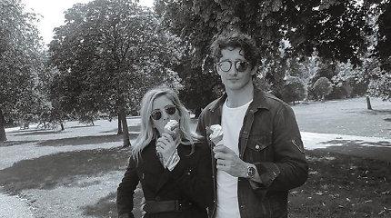 Dainininkė Ellie Goulding susižadėjo su Casparu Joplingu