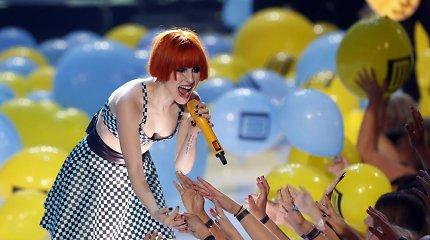 """""""Paramore"""" vokalistė Hayley Williams susižadėjo su roko atlikėju Chadu Gilbertu"""