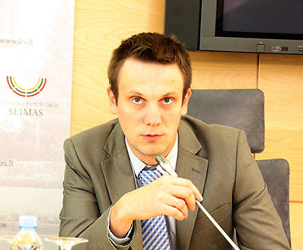 Tomas Tomilinas. Politologas, Lietuvos valstiečių ir žaliųjų sąjungos pirmininko pavaduotojas, kandidatas LR Seimo rinkimuose.