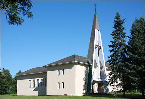 Panevėžio vyskupijos nuotr./buvusiame kolūkio pastate įrengta Grūžių švč. Mergelės Marijos bažnyčia