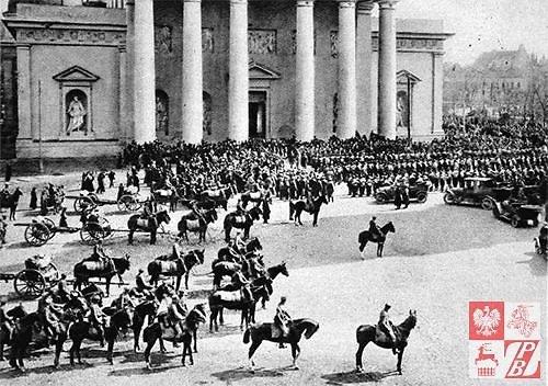 Lenkų kariai Katedros aikštėje, 1919 m.
