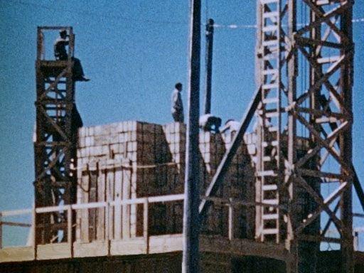 Wikipedia.org nuotr./Sprogimo repeticija: ant platformos kraunamos dėžės su trotilu.