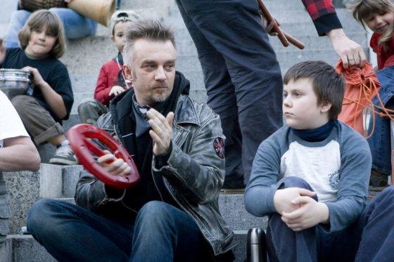 """Žurnalo """"Žmonės"""" nuotr./Andrius Mamontovas su sūnumi Andriumi (2009 m.)"""