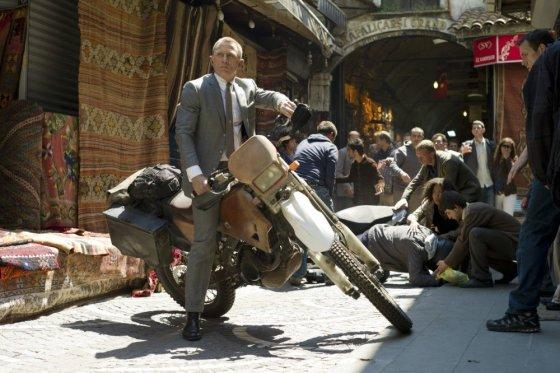 """Kadras iš filmo/ Danielis Craigas filme """"007 operacija Skyfall"""""""