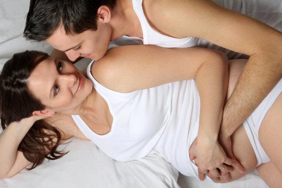 Shutterstock nuotr./Besilaukianti moteris su vyru