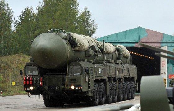 """AFP/""""Scanpix"""" nuotr./Rusijos termobranduolinė tarpžemyninė balistinė raketa RS-24 """"Jars"""""""