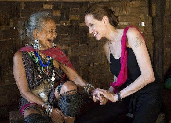 """""""Reuters""""/""""Scanpix"""" nuotr./Angelina Jolie pabėgėlių stovykloje Tailande"""