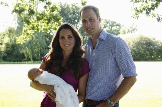 """AFP/""""Scanpix"""" nuotr./Princas Williamas, Kembridžo hercogienė Catherine ir princas George'as"""