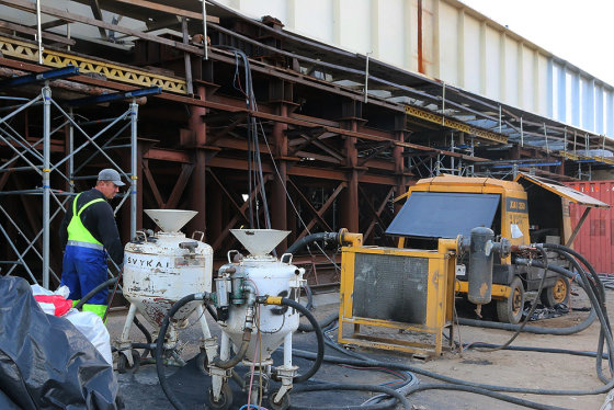 Vasaros pabaigoje užbaigtas vienas sudėtingiausių Panemunės tilto statybos etapas – suvirintos daugiau nei 13 tūkst. tonų sveriančios metalinės sijų konstrukcijos