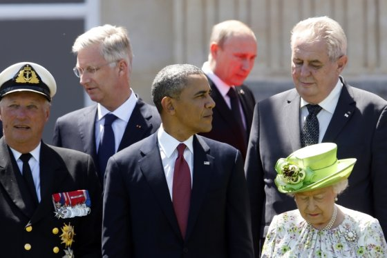 """""""Reuters""""/""""Scanpix"""" nuotr./Pasaulio lyderiai, tarp jų – Barackas Obama ir Vladimiras Putinas, išsilaipinimo Normandijoje minėjime Prancūzijoje"""