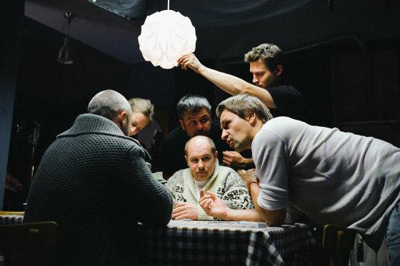 """Kristijono Tumo/""""Litl Baz Pictures"""" nuotr./Komedijos """"Kaip pavogti žmoną"""" kūrybinė grupė su režisieriumi Donatu Ulvydu (dešinėje)"""