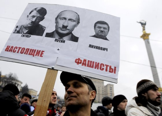 """AFP/""""Scanpix"""" nuotr./Protestuotojas Ukrainoje"""