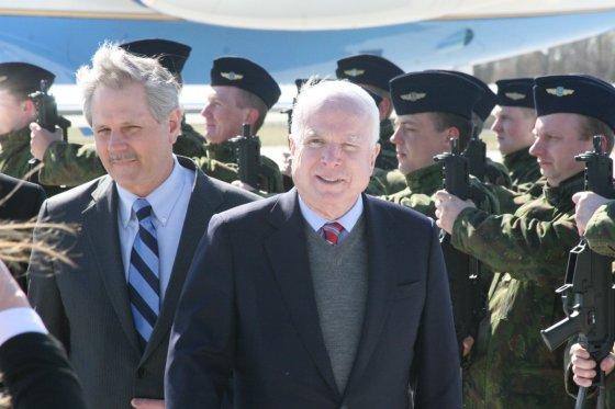 Alvydo Januševičiaus/15min.lt nuotr./JAV senatorius Johnas McCainas Lietuvoje