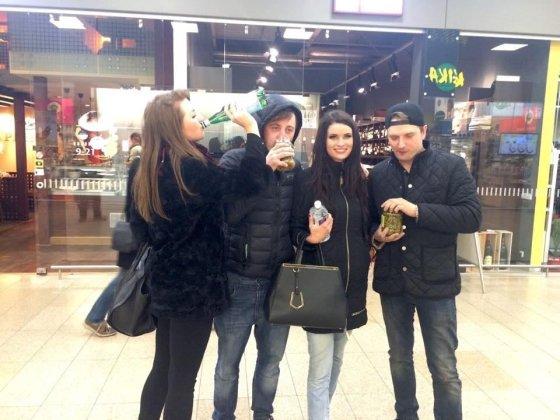 Asmeninio albumo nuotr./Elita Citovičiūtė ir Ugnius Kiguolis (pora dešinėje) su draugais