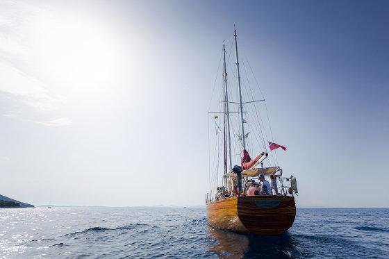 Asmeninio albumo nuotr./Kapitono Dariaus Vinkevičiaus statytas klasikinis raudonmedžio laivas.
