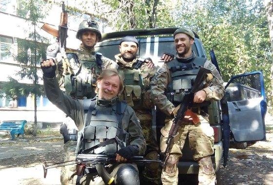 Aleksejaus nuotr./Donecko oro uosto rajoną ginančių medikų komanda: (iš kairės) Aleksejus, Aristarchas, Pastorius.