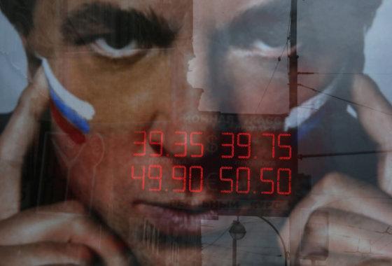 """""""Reuters""""/""""Scanpix"""" nuotr./Rublis pasiekė naujas rekordines žemumas dolerio atžvilgiu"""