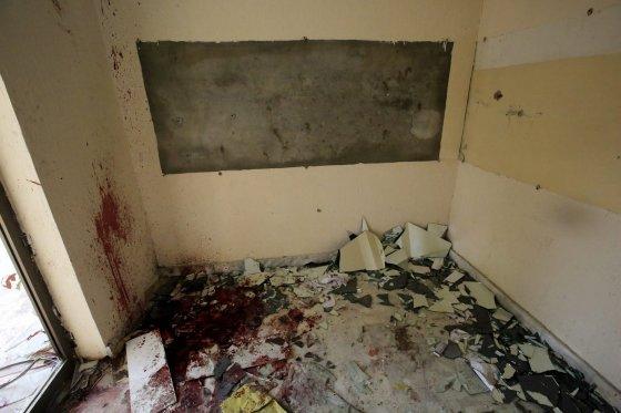 """""""Scanpix""""/""""Anadolu Ajansi"""" nuotr./Pešavaro miesto mokykla po Talibano kovotojų išpuolio"""