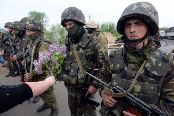"""AFP/""""Scanpix"""" nuotr./Ukrainos kariai netoli Slovjansko miesto"""
