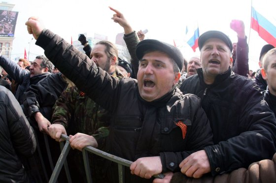 "AFP/""Scanpix"" nuotr./V.Putino gerbėjai Donecke"