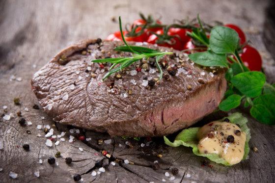 Fotolia nuotr./Mėsa, pagardinta druska