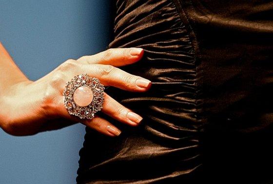 """AFP/""""Scanpix"""" nuotr./""""Swarovski"""" kristalais puoštas žiedas"""