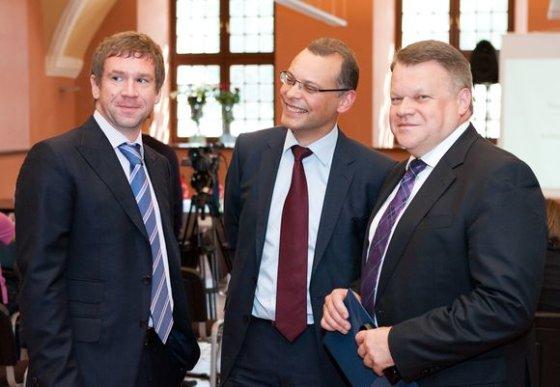 Tomo Lukšio/BFL nuotr./Vladimiras Antonovas (kairėje) ir Raimondas Baranauskas (dešinėje) slepiasi Londone. Andrius Barštys laukia naujų savininkų.