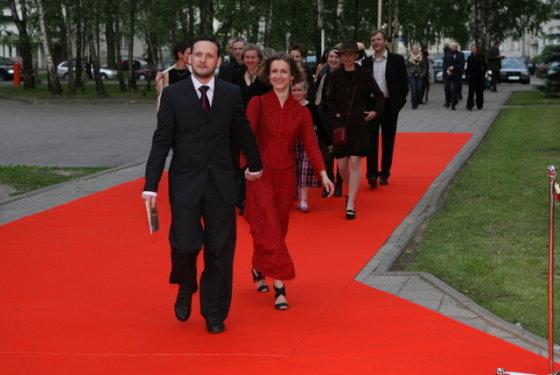 """Juliaus Kalinsko/15min.lt nuotr./Ant raudono """"Sidabrinių gervių"""" kilimo..."""