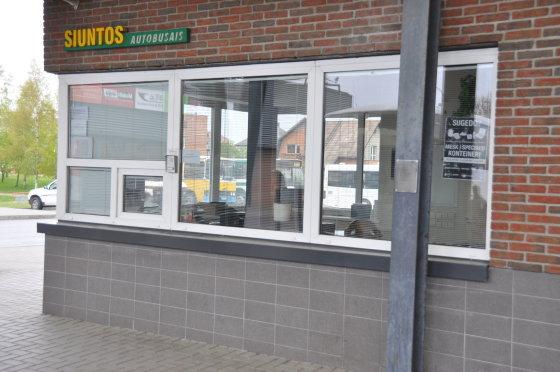 Giedros Akavickienės nuotr./Dėl sunkių siuntinių telšiškiai gali įvažiuoti į autobusų stoties teritoriją.