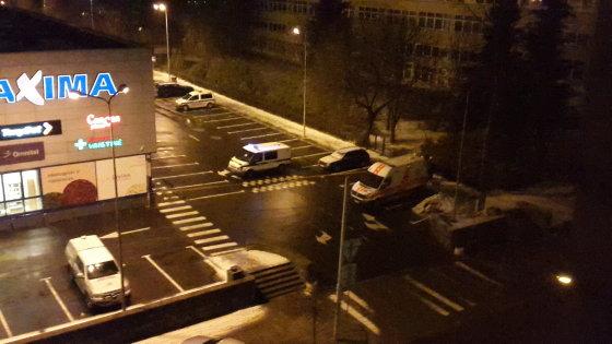 """Naktį policija ieškojo sprogmenų parduotuvėje """"Maxima"""" sostinės Mindaugo g. 2015 m. vasario 01 d."""