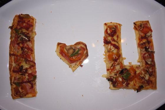 Skaitytojo nuotr./Raminta B. nusprendė pasakyti savo vyrui, kad jį myli iškepdama picos gamaliukus su šiais žodžiais