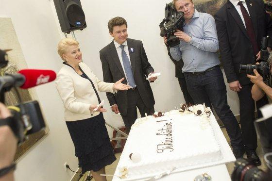 Irmanto Gelūno/15min.lt nuotr./Dalia Grybauskaitė švenčia pergalę Prezidento rinkimuose.