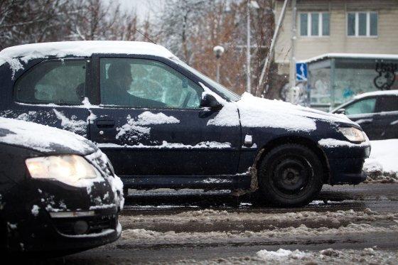 Irmanto Gelūno/15min.lt nuotr./Sunkus pirmadienis sostinės vairuotojams