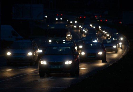 Irmanto Gelūno/15min.lt nuotr./Eurus vežantys vilkikai sustabdė eismą Vilniuje