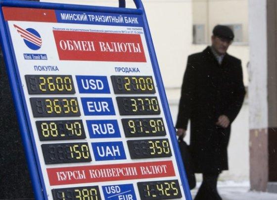 """""""Reuters""""/""""Scanpix"""" nuotr./Devalvavus nacionalinę valiutą baltarusių perkamoji galia sumažės."""
