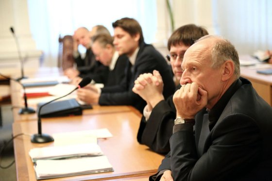 Rūtos Strakšaitės nuotr./Algis Sasnauskas ir kiti VLK bylos dalyviai teisme
