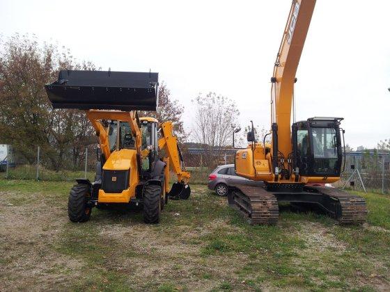 Vilniaus apskrities VPK nuotr./Vogti traktoriai JCB 531-70 ir JCB 8055-RTS