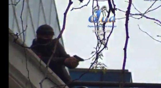 Nuotr. iš o1.ua/Nuo stogo šaunantis teroristas