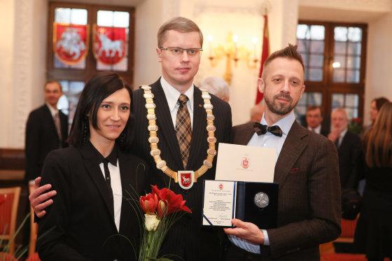 Eriko Ovčarenko/15min.lt nuotr./Linui Adomaičiui įteiktas apdovanojimas