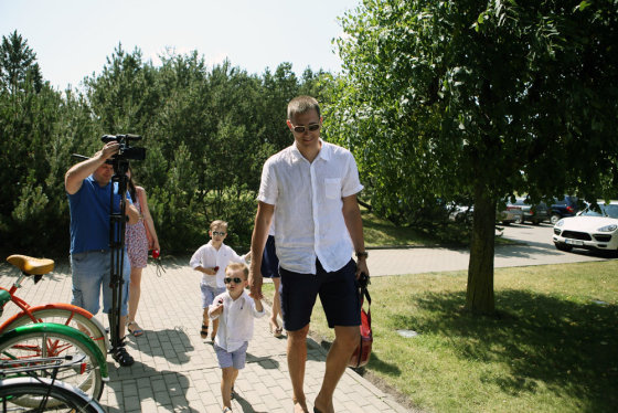 Eriko Ovčarenko/15min.lt nuotr./Paulius Jankūnas su žmona Ieva ir sūnumis Adomu ir Matu
