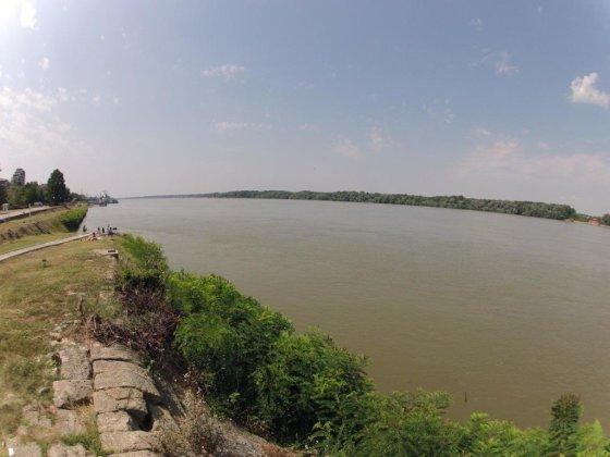Dunojus. Kitoje upės pusėje yra Rumunija