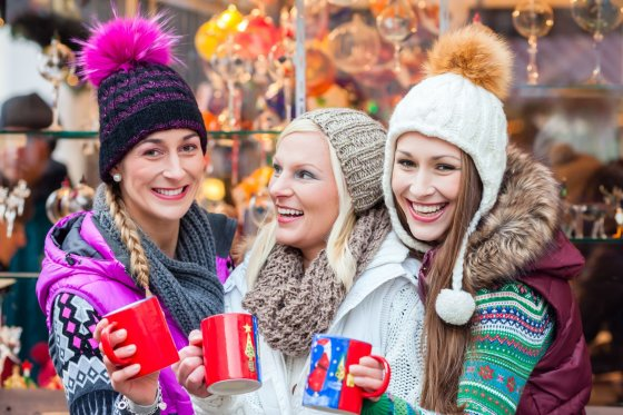 Kalėdinė mugės kvepia meduoliais ir karštu vynu, pagardintu prieskoniais.