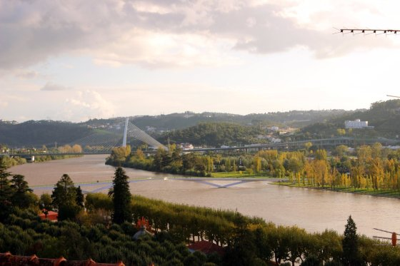 Pro Koimbrą teka Mondego upė