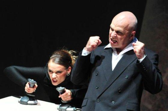 """Teatro nuotr./Spektaklis """"Mergaitė, kurios bijojo Dievas"""" bus rodomas Rygoje"""