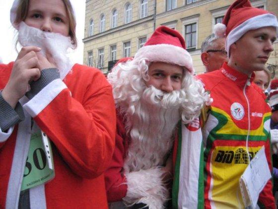 Aurelijos Kripaitės/15min.lt nuotr./Klaipėdiečiai sekmadienį smagiai leido laiką, dalyvaudami šventiniame bėgime.