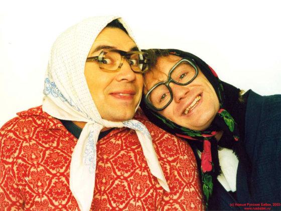 zmones24.lt/Foto naujienai: Vyrai su sijonais dovanos gero rusiško humoro