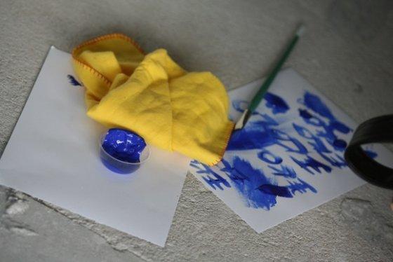 Juliaus Kalinsko/15min.lt nuotr./Menininkai savo kūryba ant suoliukų ragins žmones prisėdus susimąstyti apie ekologiją