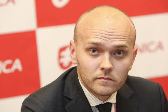 """Juliaus Kalinsko/15min.lt nuotr./""""Air Lituanica"""" komercijos direktorius Simonas Bartkus"""