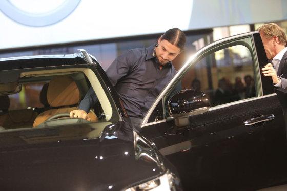"""Juliaus Kalinsko/15min.lt nuotr./""""Volvo XC90"""" raktelių įteikimas Zlatanui Ibrahimovičiui"""
