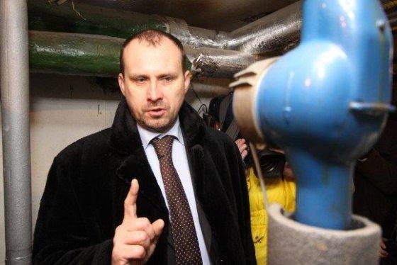 """Irmanto Gelūno/15min.lt nuotr./R.Germanas tvirtina, kad """"Vilniaus energijos"""" gyventojams pateikiamos sąskaitos yra teisėtos, tačiau neslepia – už vasarį sunaudotą šilumą vėl mokėsime didžiules sumas."""